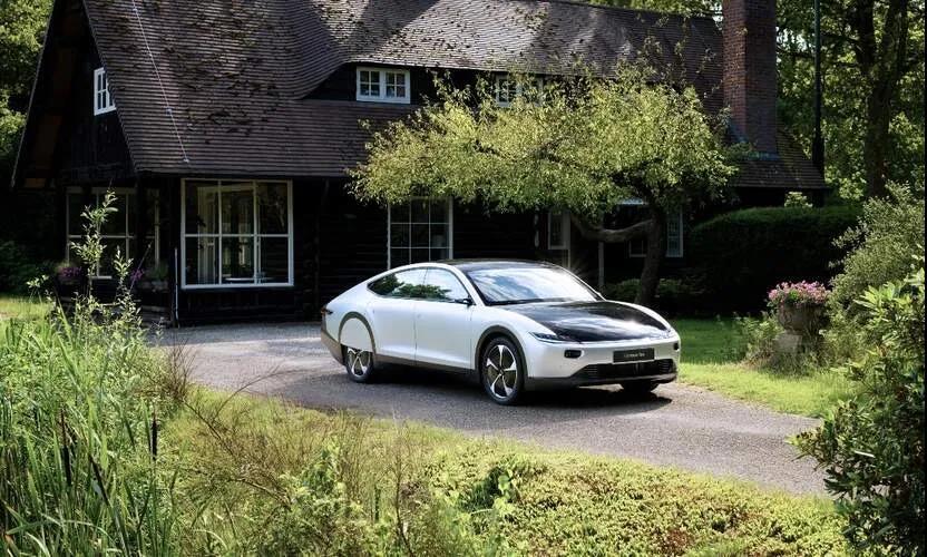 单次续航将近9小时!荷兰人研发的太阳能汽车已经接受预订