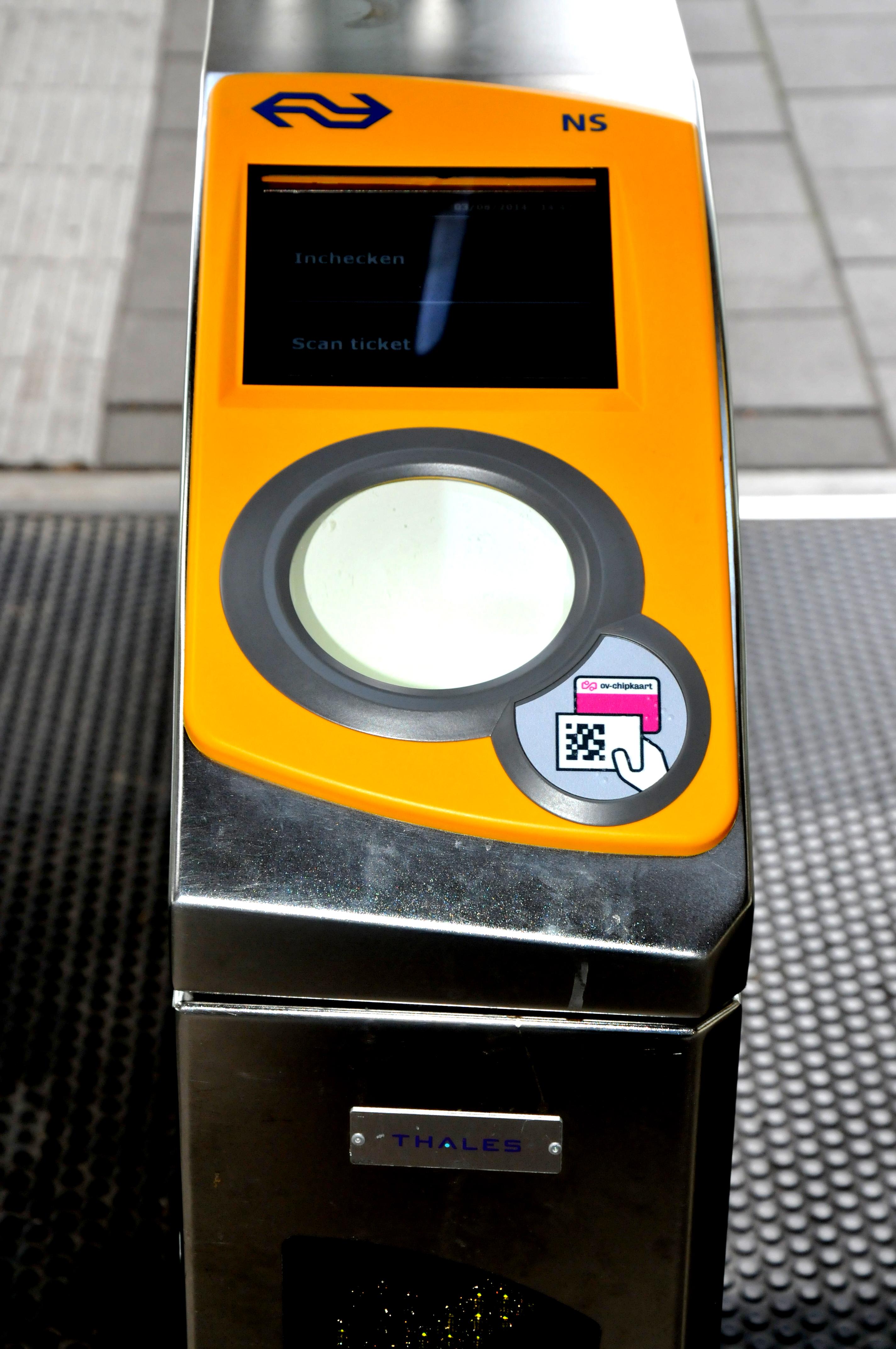 【新生季专题】下飞机后想乘坐公交去学校,火车和公交怎么买票?