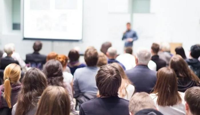 荷兰教育部长建议各大学给学生们进行入学前的新冠检测