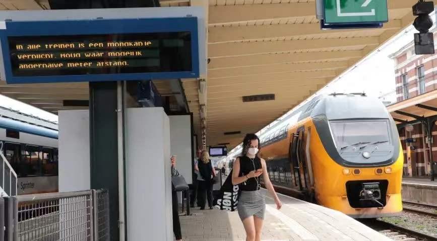 荷兰卫生部长:暂时不会取消公共交通戴口罩的措施,这很重要