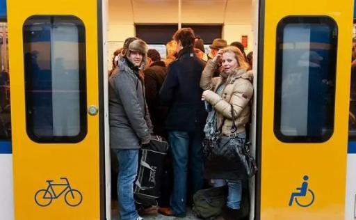 出事了!荷兰铁路空中电缆断裂,四大城市铁路全天不正常